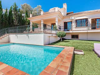 Charming villa with stunning views in Nueva Andalucia, Marbella