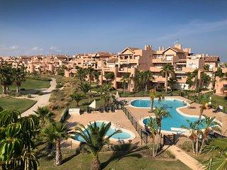 Mar Menor Golf Resort - stunning apartment - large balcony - free WiFi