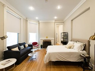 Spacious Historic Studio in DuPont Circle
