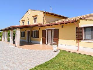 Villaggio Santa Lucia Villa Sleeps 8 with Pool Air Con and WiFi - 5802643