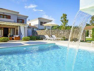 4 bedroom Villa with Pool, WiFi and Walk to Beach & Shops - 5334460
