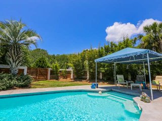 New! Private Pool, 2 Mins to Beach, Amazing Patio & Screened Porch - Walk to Sho