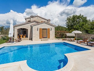 3 bedroom Villa with Pool, Air Con and WiFi - 5426300