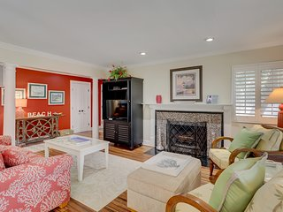 Check out this lovely condo w/ private patio and shared pool!