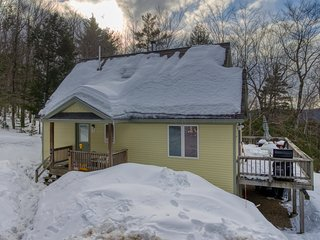 Dog-friendly bungalow w/ a warming wood stove, furnished deck, & gas grill!