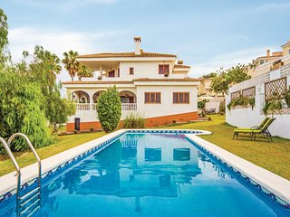 Stunning home in Oropesa del Mar w/ WiFi, Outdoor swimming pool and 4 Bedrooms