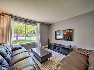Contemporary Townhouse 13 Mi to Downtown Phoenix!