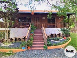 Villa Familiar estilo campo con acceso a piscina
