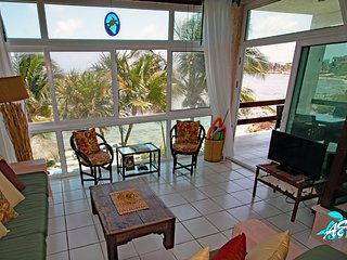 Akumal Beachfront with Modern Comforts, Mayan Craftmanship AND Seaweed Free!