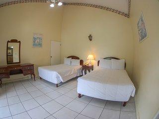 Budget Suite 1 At Grandiosa Hotel/ Sleeps 4