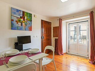 Petite studio with Castle view, 5mins to metro