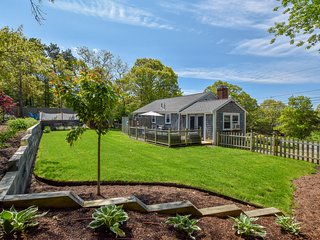 #716: Updated home with fenced in private yard, minutes from the beach!