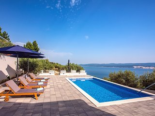 ECO-friendly Villa Dream with private pool, amazing sea views,3km from the beach