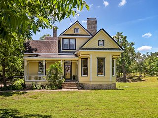 NEW! 23-Acre Victorian Farmhouse 30 Min to Austin!