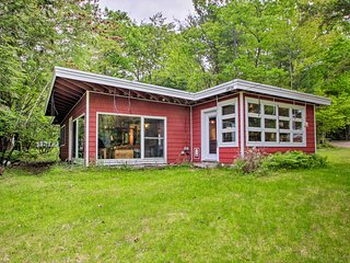 NEW! Cozy Cottage, 200 Feet to Pleasant Lakefront!