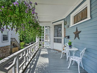 Quaint Beverly Townhome: Walk to Beach & Downtown!