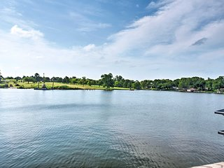 Waterfront Lake Conroe Home w/ Deck+Water Access!
