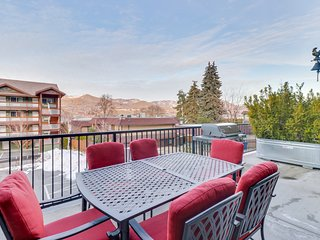 Mountain view condo w/ shared indoor pool and hot tub.
