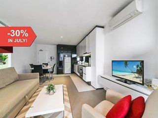 A Modern & Cozy CBD Apartment + Pool + Gym