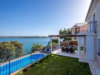 Beautiful Villa Sadic, in Dalmatia, with a Pool