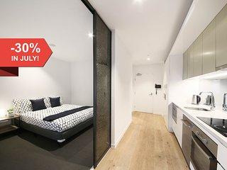 Contemporary CBD Suite with CITY VIEWS + FREE WiFi