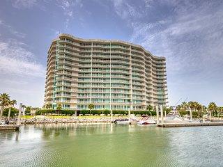 Waterfront condo w/ easy gulf access & shared pool, hot tub, sauna!