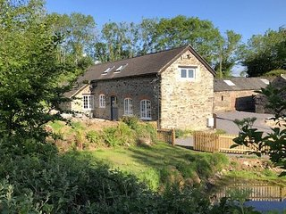 The Piggery, Dulverton - Detached stone barn, just a mile from Dulverton, sleeps