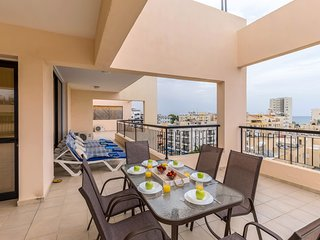 SeaView Penthouse for 8 , close to Beach