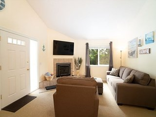 You're Moments From Sand and Chinook Winds Casino in This Cozy Cottage!