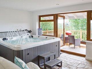 Canalside Cottage - HW7682