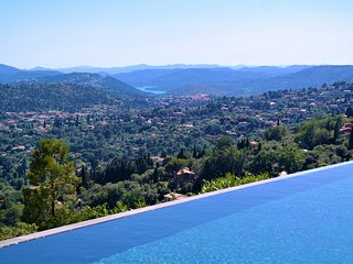 Stunning villa with luxury interior & breathtaking views of the Cote d'Azur