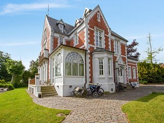 4-Bedroom Apartment in a Beautiful Manor House by the Seaside