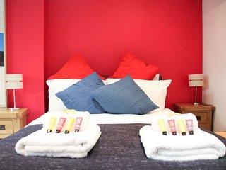 Stylish 3 bedroom duplex: cruises WestQuay Mayflower nearby