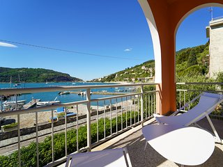 Portovenere Villa Sleeps 9 with Air Con - 5807278