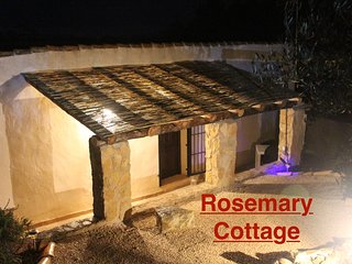 Hibiscus Retreat - Rosemary Cottage
