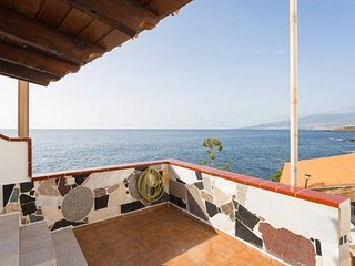 2 Bed Ocean Front Apt * Incredible Views * Terrace