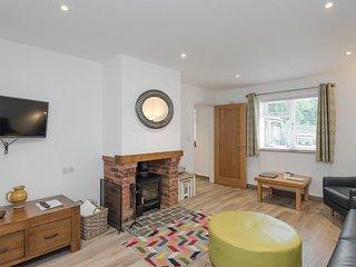 Courtyard Cottage - UKC2762