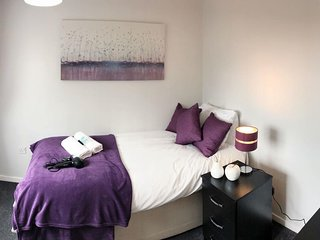 EasyTravel NEC/Airport 3beds House