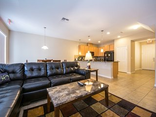 Townhome 10 Min To Disney With Hot Tub!