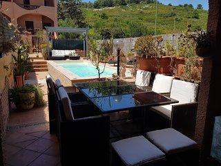 Villetta con piscina per 13 persone