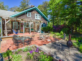 #522: Great outdoor space, game room, and minutes from Meeting house Pond!