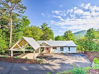 Luxury Lakefront Hiawassee Cottage w/Boat Dock!