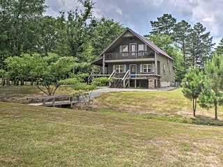 NEW! Guntersville Cabin w/ Fire Pit, Walk to Lake!