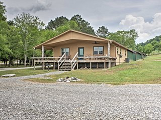 Guntersville Cabin w/ Views - Walk to Lake!