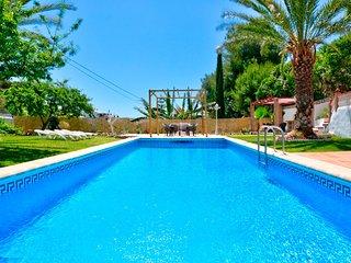 Villa Arantxa, Encantadora Villa con Piscina y Jardines