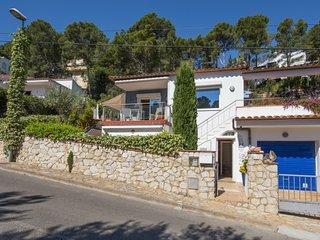 2 bedroom Villa with Walk to Beach & Shops - 5807370