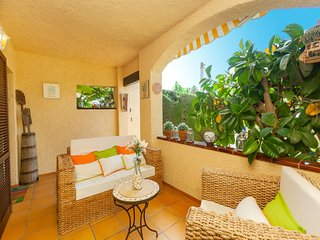 3 bedroom Villa with Air Con, WiFi and Walk to Beach & Shops - 5807377