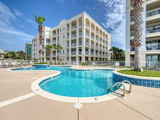NEW LISTING! Spacious condo near the beach w/shared pools - Snowbirds welcome!