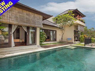 Yurika, 2 Bedroom Villa with 180 Degrees View near Uluwatu;