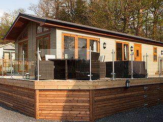 Lakeshore Lodge, White Cross Bay Holiday Park